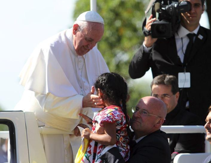 The seemingly spontaneous encounter between the pope and Sophie Cruz was a year in the making http://t.co/Bmy8RFtrgu http://t.co/nQkQs8U990
