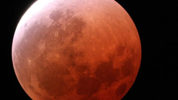 Don't miss Sunday's rare supermoon total lunar eclipse! Find out when and where to see it: http://t.co/bV2kr0hIAO http://t.co/OTdeDZoYoN