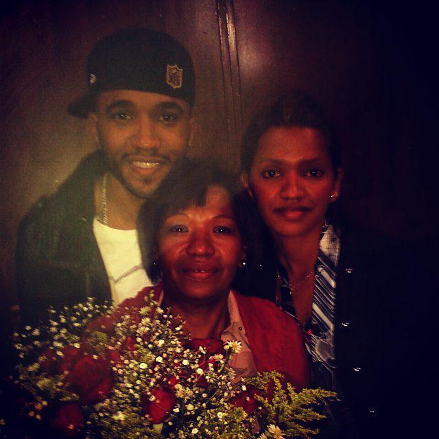 Minha família sempre foi minha mãe, minha irmã. E nunca faltou amor. #EmDefesaDeTodasAsFamilias #Nossafamíliaexiste http://t.co/DCx2zVGcIS