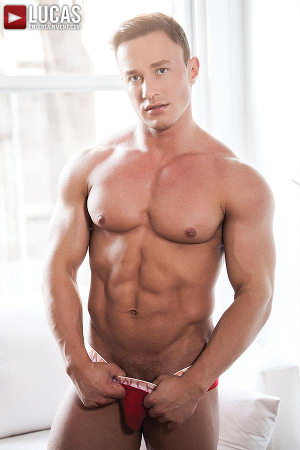 alex gigolo gay con cazzi enormi