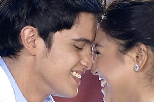 Achieve! James, Nadine thrill fans with 'sample' http://t.co/adkQlyfSCV #ShowtimeKapamilyaDay http://t.co/VTP0tHuwaq