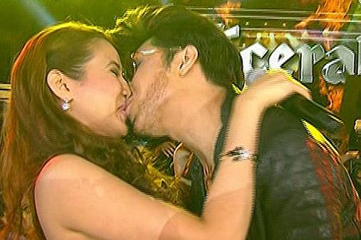 Vice kisses Karylle on 'Showtime Kapamilya Day' http://t.co/ckrB6Amdo1 #ShowtimeKapamilyaDay http://t.co/PGDTzzoXd1