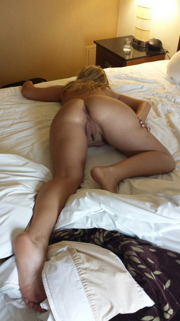 фото жена кувыркается в постели довольно красивое