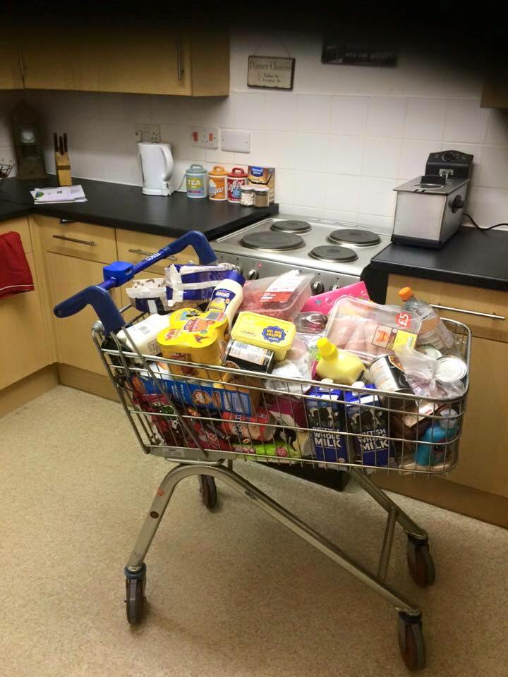 Why pay 5p for a bag when you can get a whole trolley for £1? http://t.co/hxdxqDNNgo