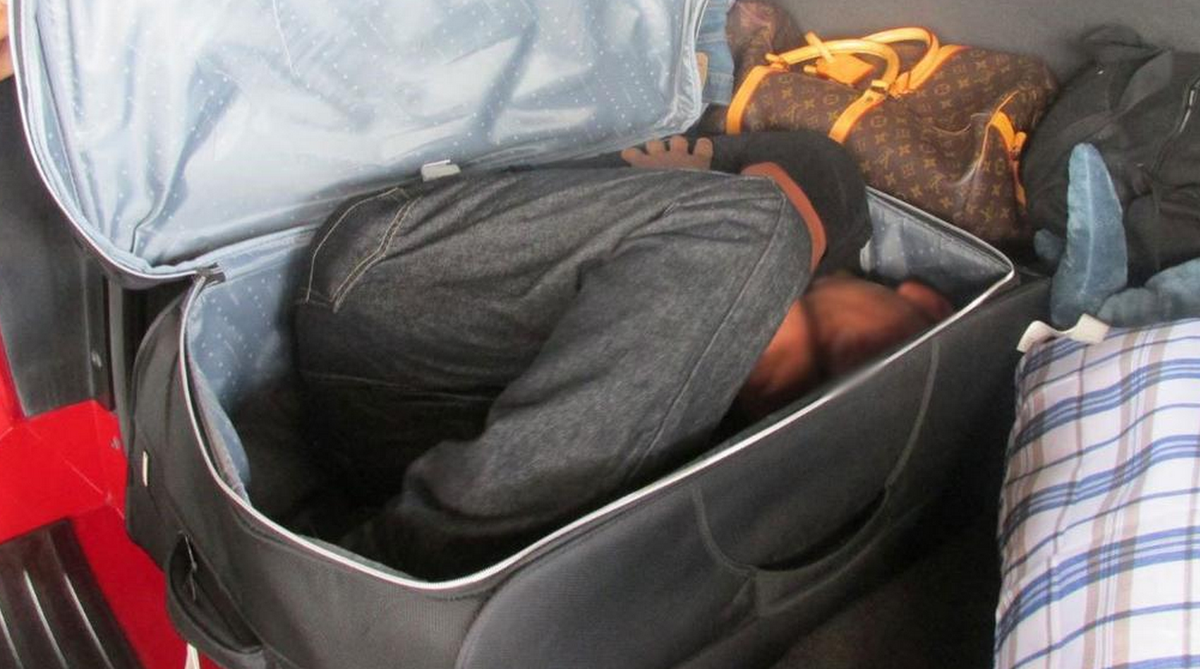 Tenta di entrare in Svizzera nascosto in una valigia