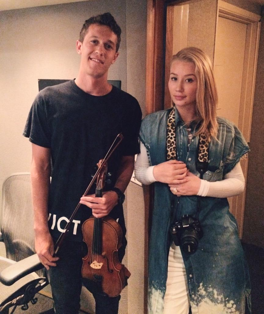 i always appreciate artists who like to use live strings @IGGYAZALEA http://t.co/N7u9YUsHUP