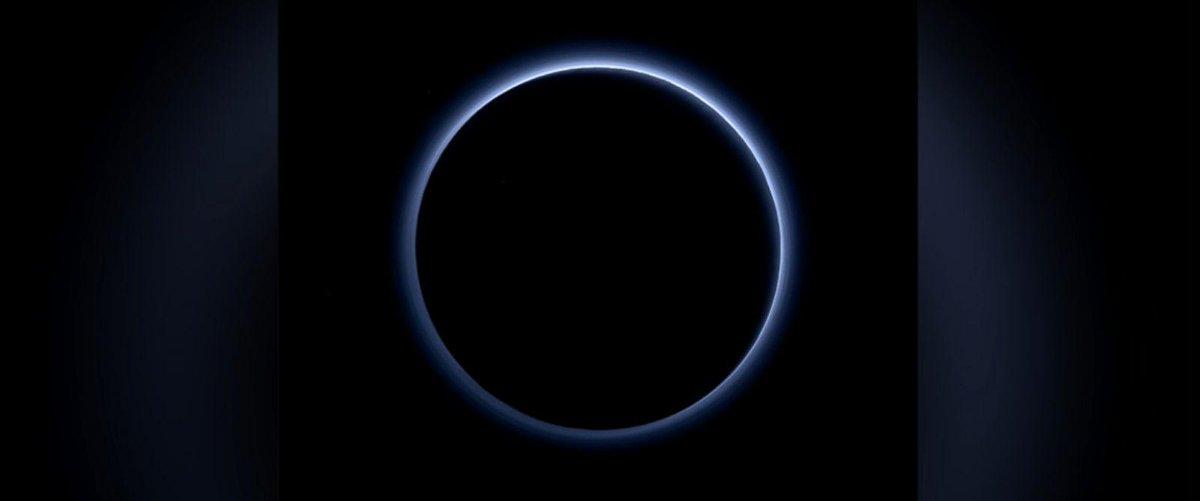 Cielo azzurro su Plutone.