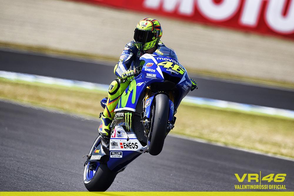 Valentino Rossi leader del mondiale di MotoGP 2015 a 4 gare dal termine.