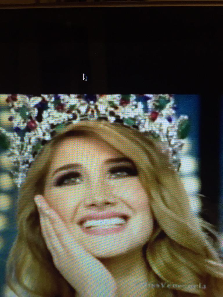 Gano #MissLara, ella es la nueva #MissVenezuela vestida de @GionniStraccia Felicidades a Ambos!