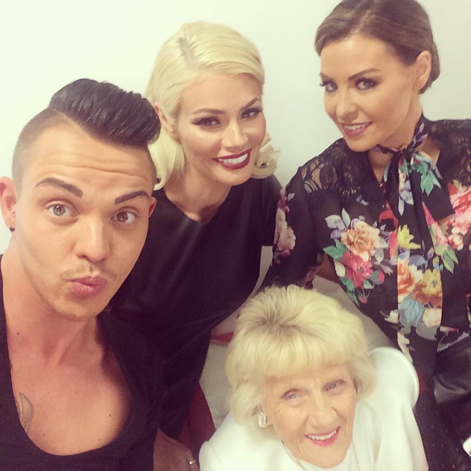 RT @ITVBe: A cheeky selfie from @BobbyCNorris, @Chloe_Sims and @MissJessWright_ on @GMB this morning! #FridayFeeling http://t.co/SkJTuGnmE0