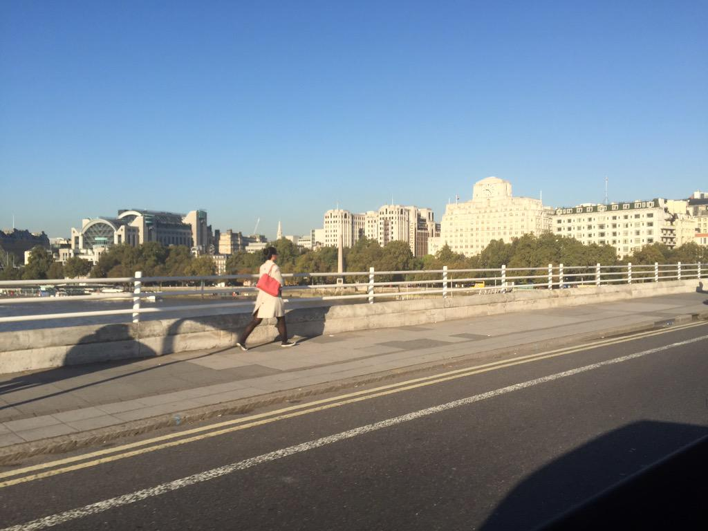 Blue skies over Waterloo bridge - makes the dash from @GMB studios to @SmoothRadio so much nicer!! http://t.co/XsiDjlR7U4