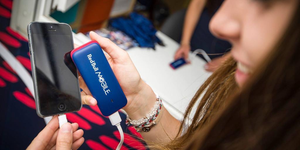 Ein Superheld für dein #Smartphone – das @RedBullMobile Energy Pack ist da: http://t.co/JyUvHZBg3n http://t.co/k7NDTXNWJz