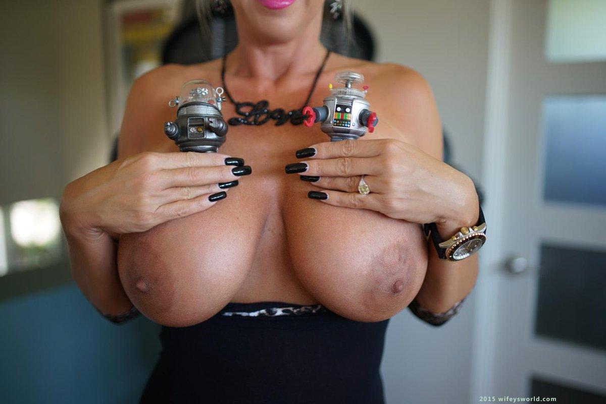 Wifeys world topless