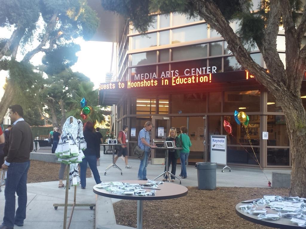 Edtech Palo Alto Summit: Moonshots in Education. #teachersgonewild #powerfulpractices #pausd http://t.co/vhqf6OoMY0