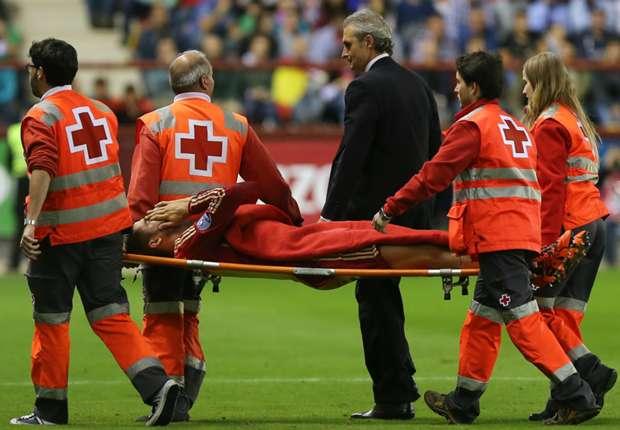 Morata esce in barella durante Spagna-Lussemburgo.