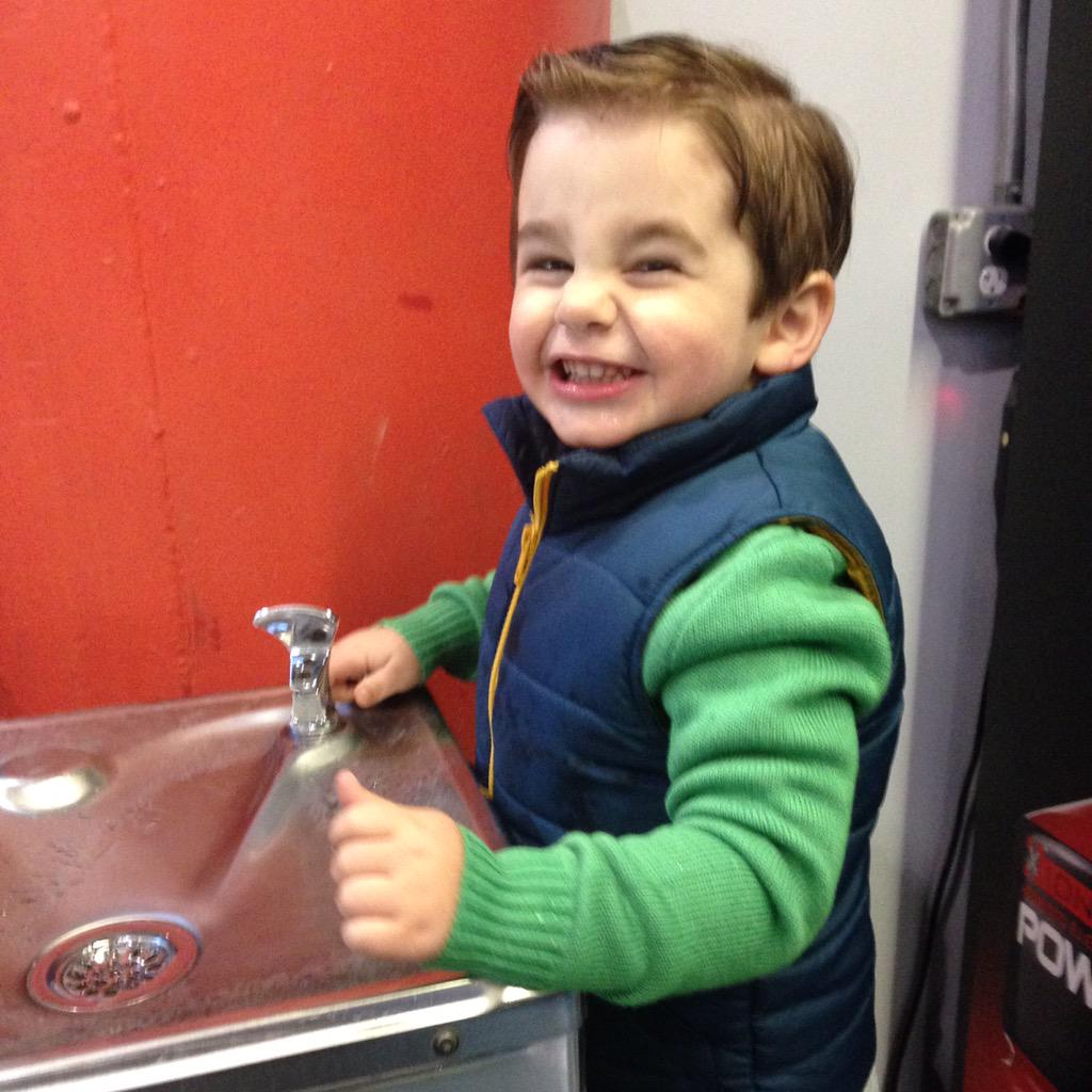 Things he loves: water fountains, making funny faces and his papi. https://t.co/eiZag6GRoO #JRhilton http://t.co/8vDpCMT75H