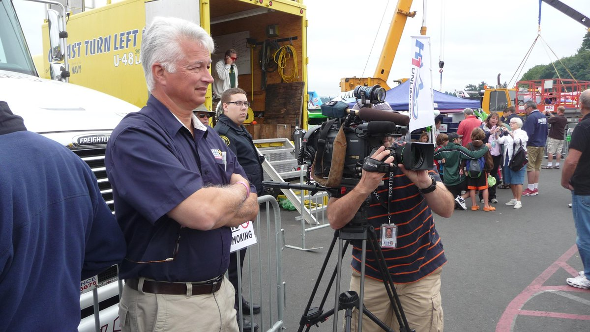 Chris Legeros - @KIRO7Seattle reporter - always the professional in the field. (pictures from Seafair 2010) #KIRO7 http://t.co/GJU2xNx18O