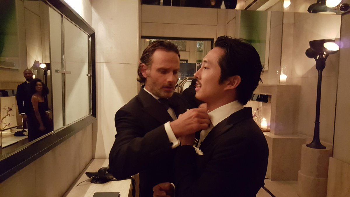 Friends helping friends...@steveyeun prepping for the #TWDFanPremiere at @TheGarden! http://t.co/Mouj5VOlmS
