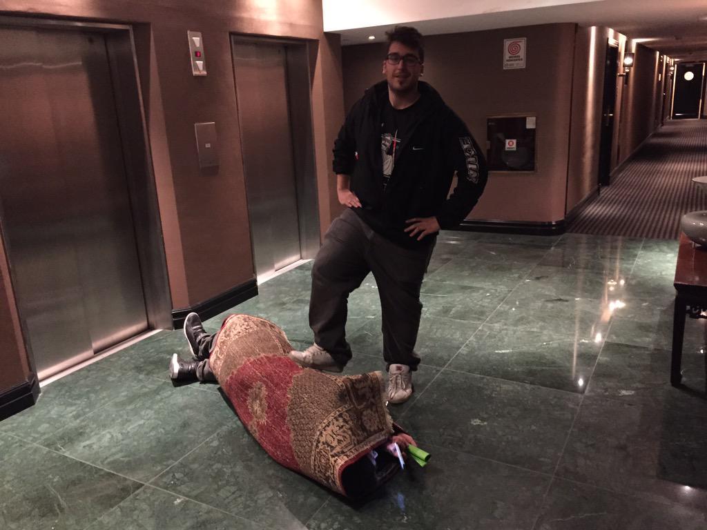 Mangel y su equipaje de mano :D http://t.co/k6K374ibtz