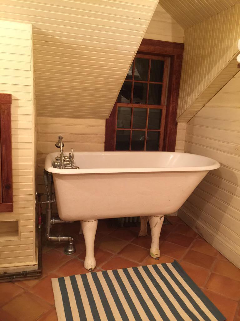 My Bathroom at Martha's Vineyard. http://t.co/XcF3wCu8kK
