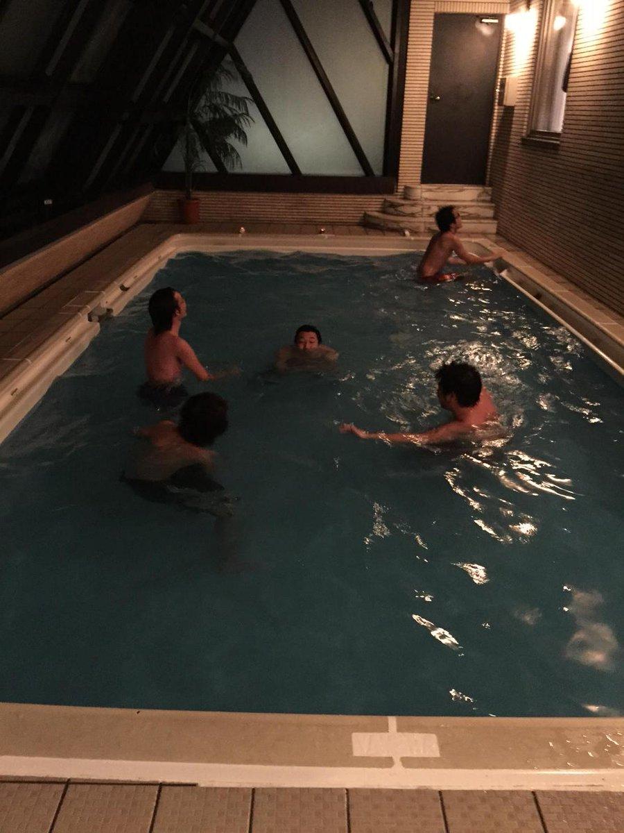 都内某所で行われた飲み会。男性お馴染みの『例のプール』で泳ぐ人々(>_<)