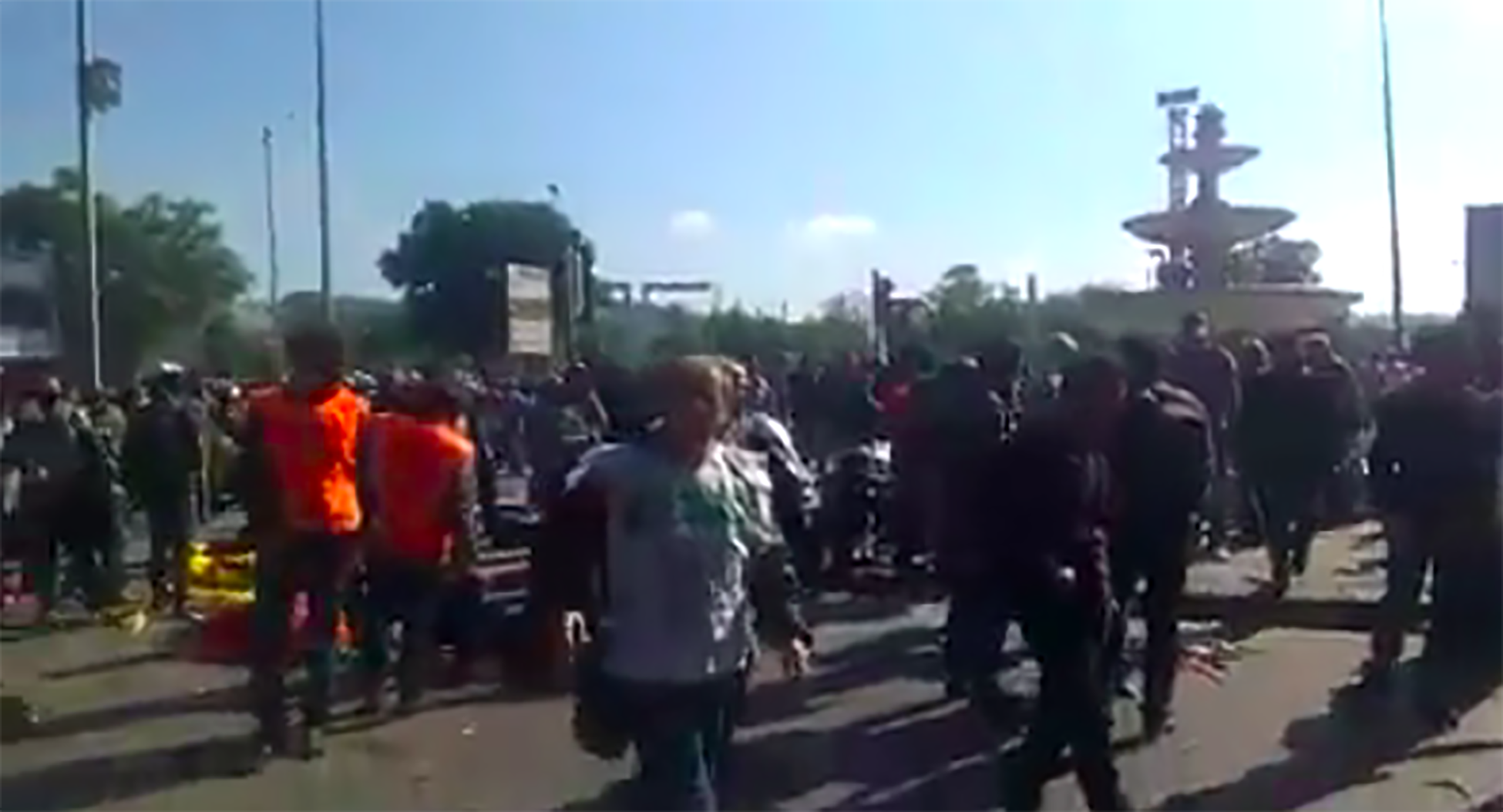 RT @mashable: Deadly explosions rip through peace rally in Turkish capital Ankara http://t.co/RgCkoo4aLO http://t.co/GNmq3e3Y5d