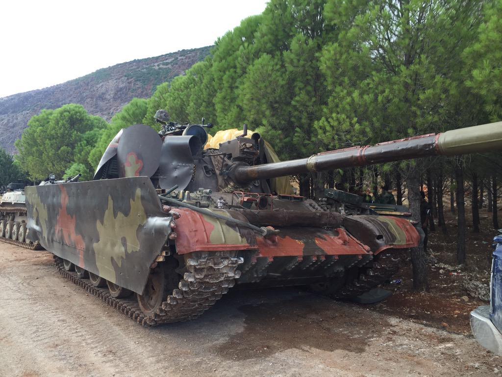 الدبابه T-55 السوريه ودورها في الحرب القائمه هناك  CQ8pilaWwAAnidf