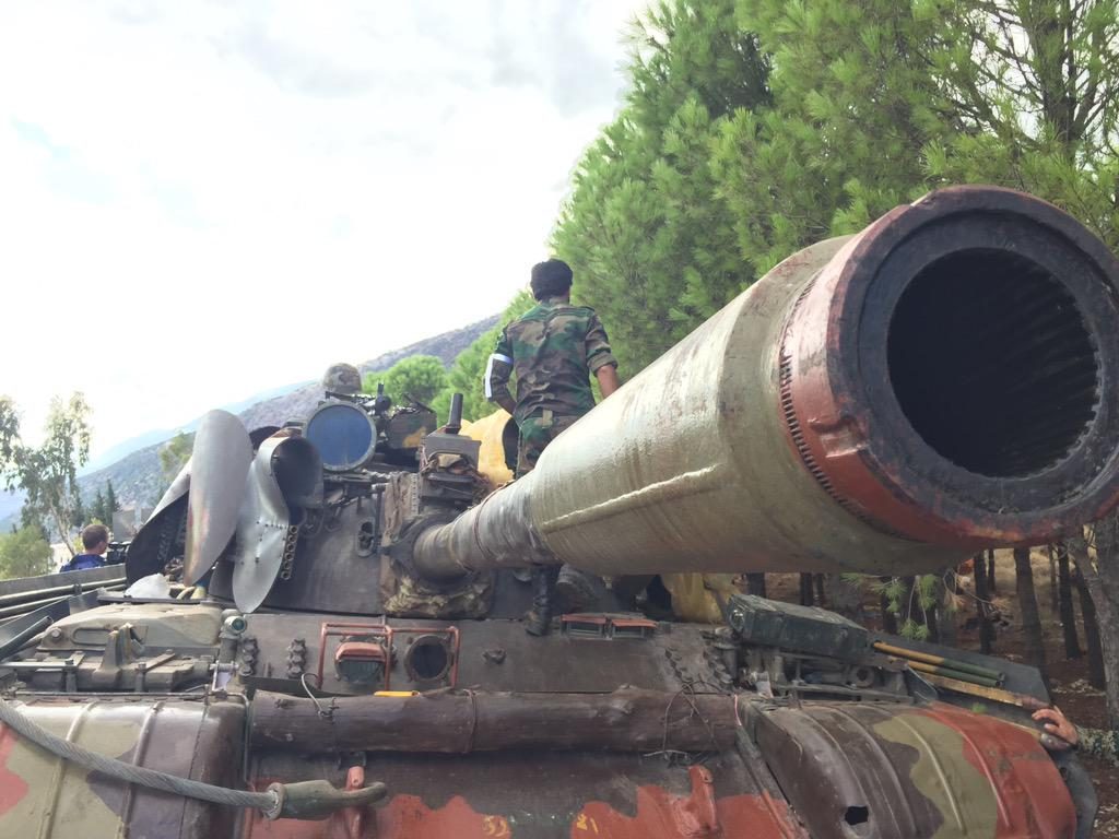 الدبابه T-55 السوريه ودورها في الحرب القائمه هناك  CQ8pilgWIAAjI_r