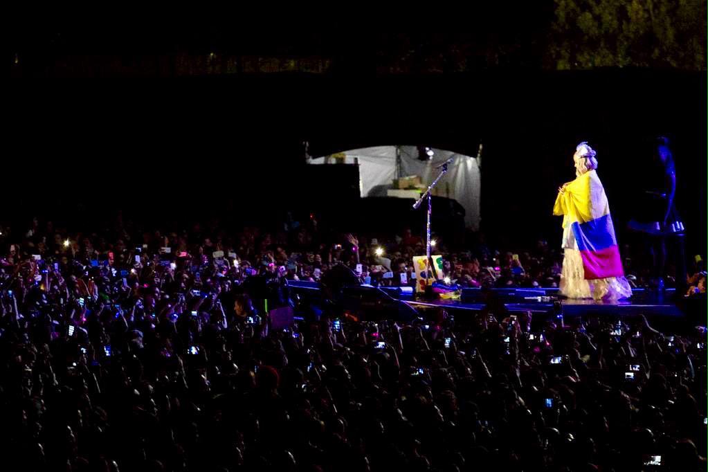 Katy Perry >> The Prismatic World Tour - Página 9 CQ9GwgbWUAA9p08