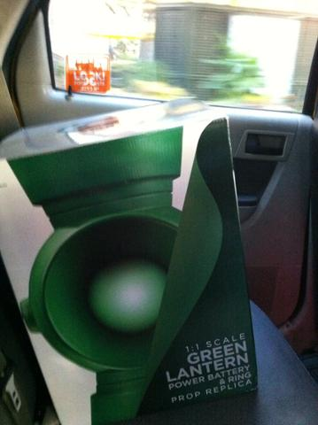 I'm sharing a cab to #NYCC with a Green Lantern power battery. Dude better have his half of the fare. http://t.co/p5lLy6v0yS