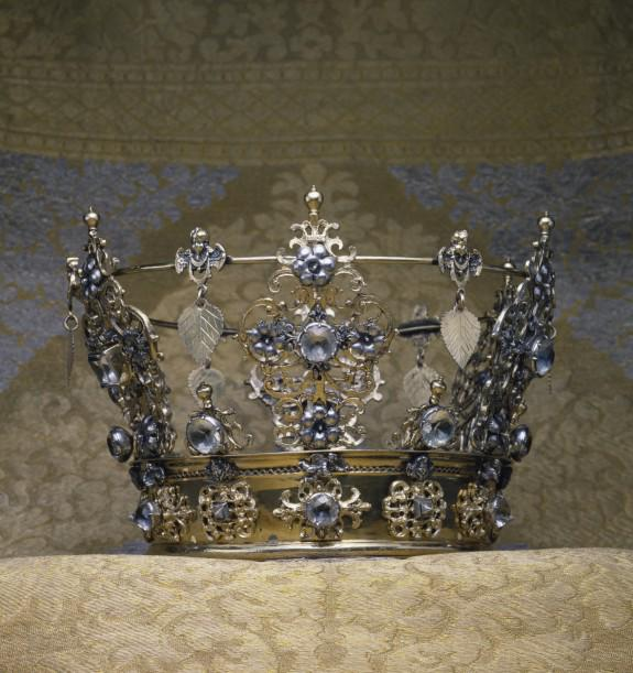 My tweet of the week: a symbolic Swedish wedding crown, @walters_museum http://t.co/h6KbBIhd1D http://t.co/Ql3x0OQHYL