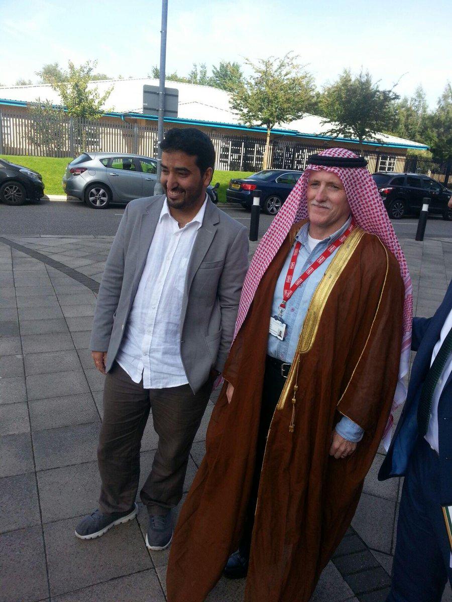 تفاعل جميل من هذاالبروفيسورالمشرف على طلبةدكتوراة العلاج الطبيعي في جامعة سالفورد خلال احتفال اليوم الوطني @SaudiUK http://t.co/823X2UcXf6