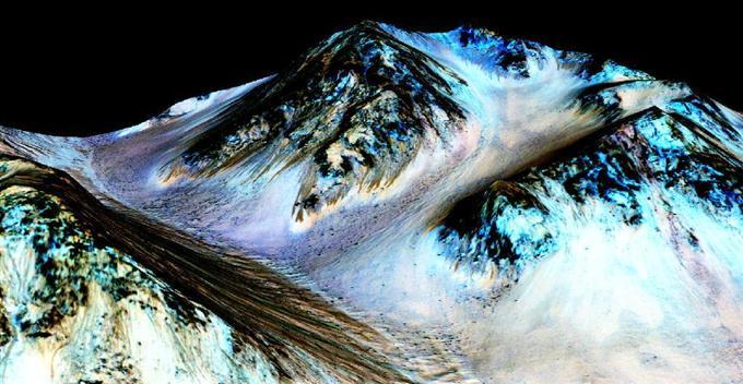 火星表面に「水」流れる NASAの探査機発見sankei.com/photo/daily/ne… @Sankei_newsさんから pic.twitter.com/dt5mLnhozF