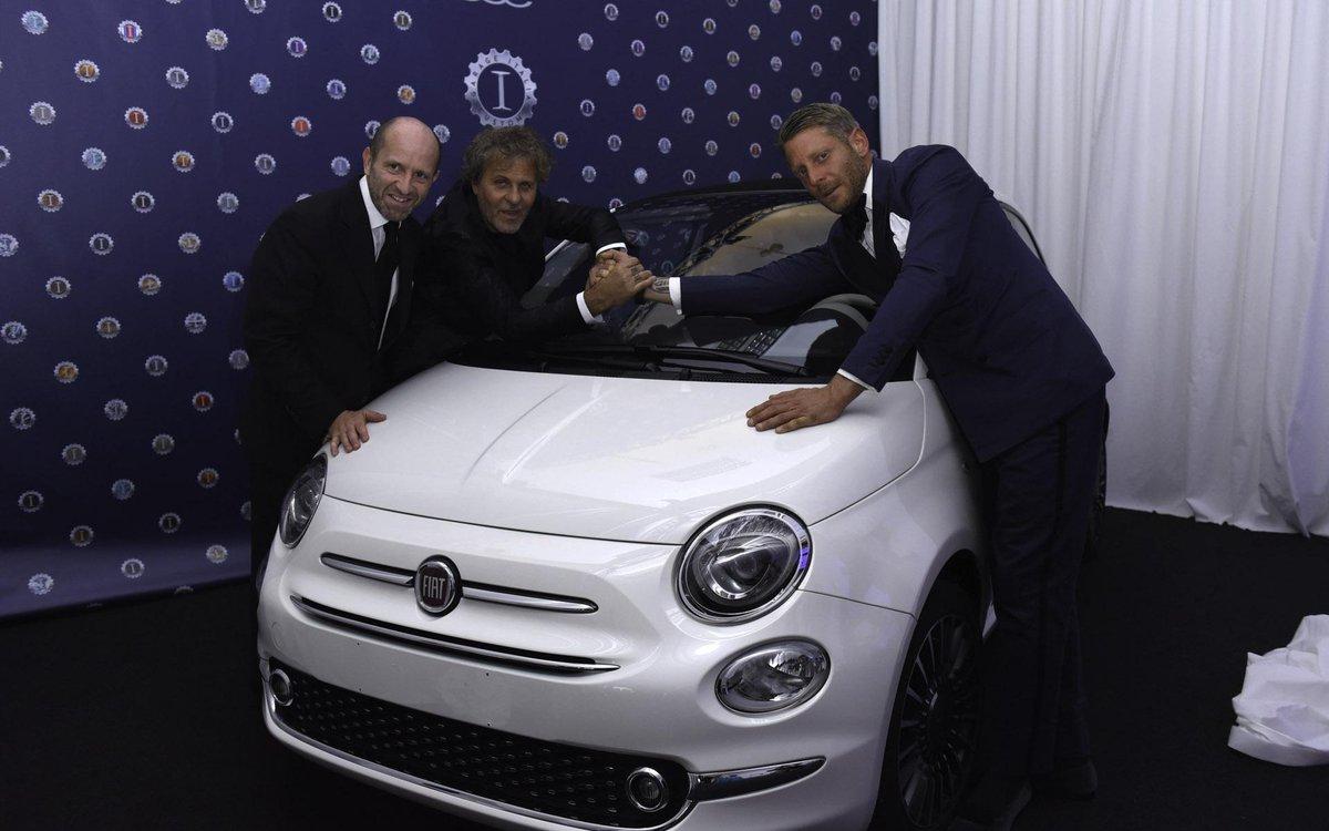 La Nuova Fiat 500C battuta all'asta da Lapo Elkann al gala dell'amfAR.
