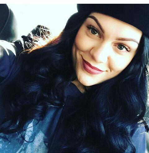Jessie J flashlight (@elssaves) | Twitter