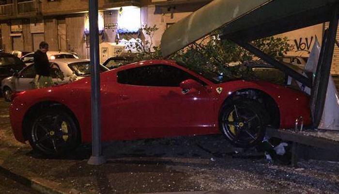 La Ferrari di Caceres distrutta a Torino.