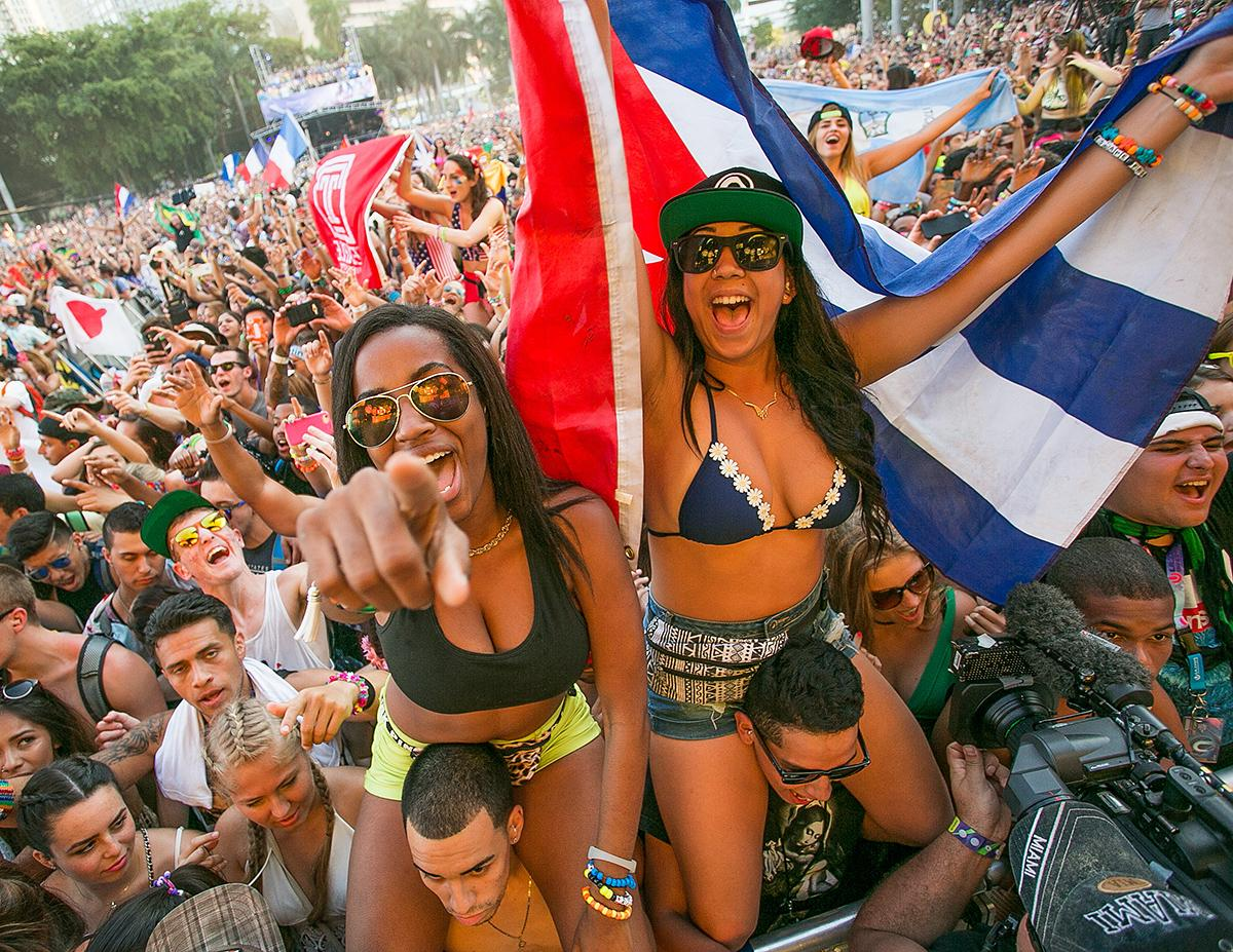 Tickets for @ultra Miami are on sale today http://t.co/SBJ9xbwPrL #UMF http://t.co/qlrNzEpzrb