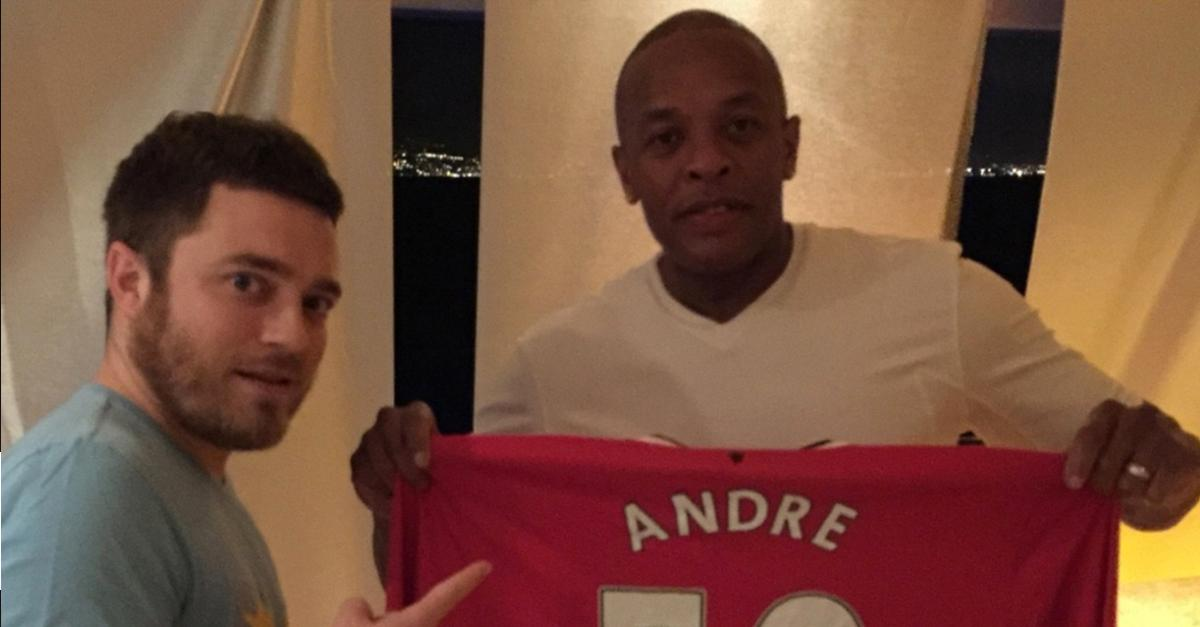 Mufc Players Sign Personalised Shirt For Drdre On His 50th Birthday
