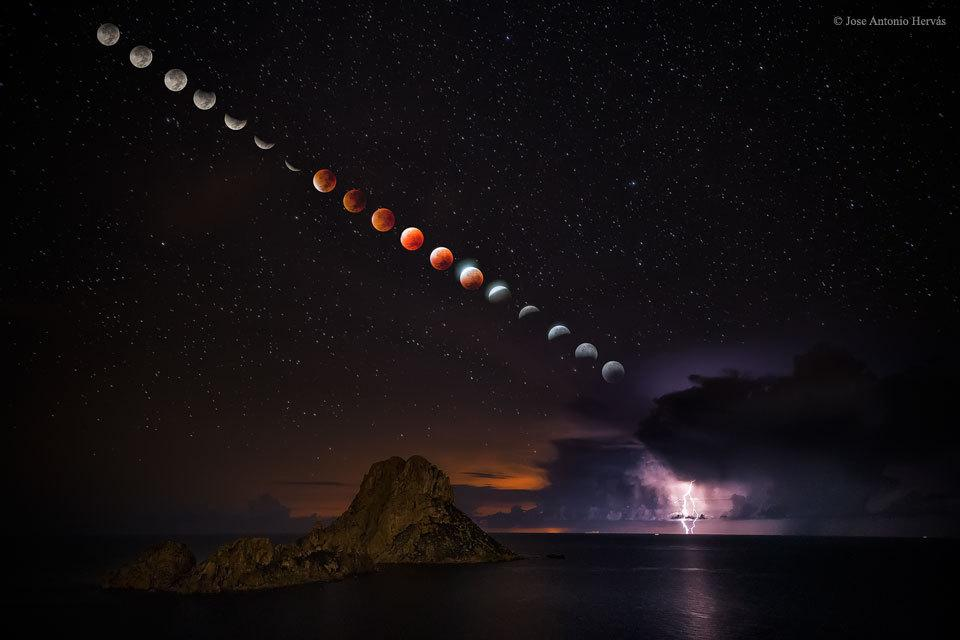 Supermoon Total Lunar Eclipse and Lightning Storm via NASA http://t.co/3chAqLcL7X http://t.co/rcZEjAIRgP