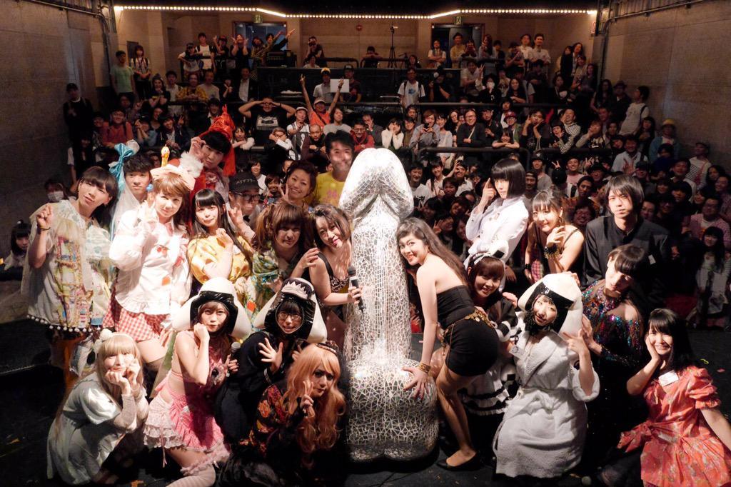 シャバクラ!デラックス@渋谷WWW 集合写真!実行委員はおにぎり仮面あわせでした。#シャバクラデラックス http://t.co/32du86oLPK