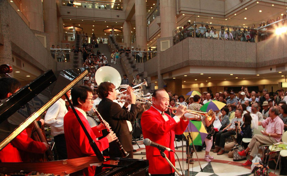 横浜がジャズで溢れる2日間!恒例 日本最大級のジャズ祭、横濱JAZZ PROMENADE 2015が10月10、11日に。http://t.co/dotrMssqxC 街コンも。http://t.co/bVWxAcRgLM #横浜 http://t.co/QIwZMbLOcs