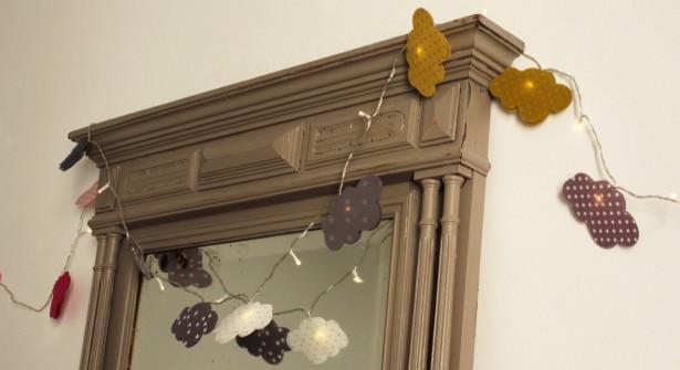 Petit #DIY poétique : une guirlande nuages pour encadrer une porte ou un miroir http://t.co/ujmBpWBmgQ #deco http://t.co/LeIkIHlHpf