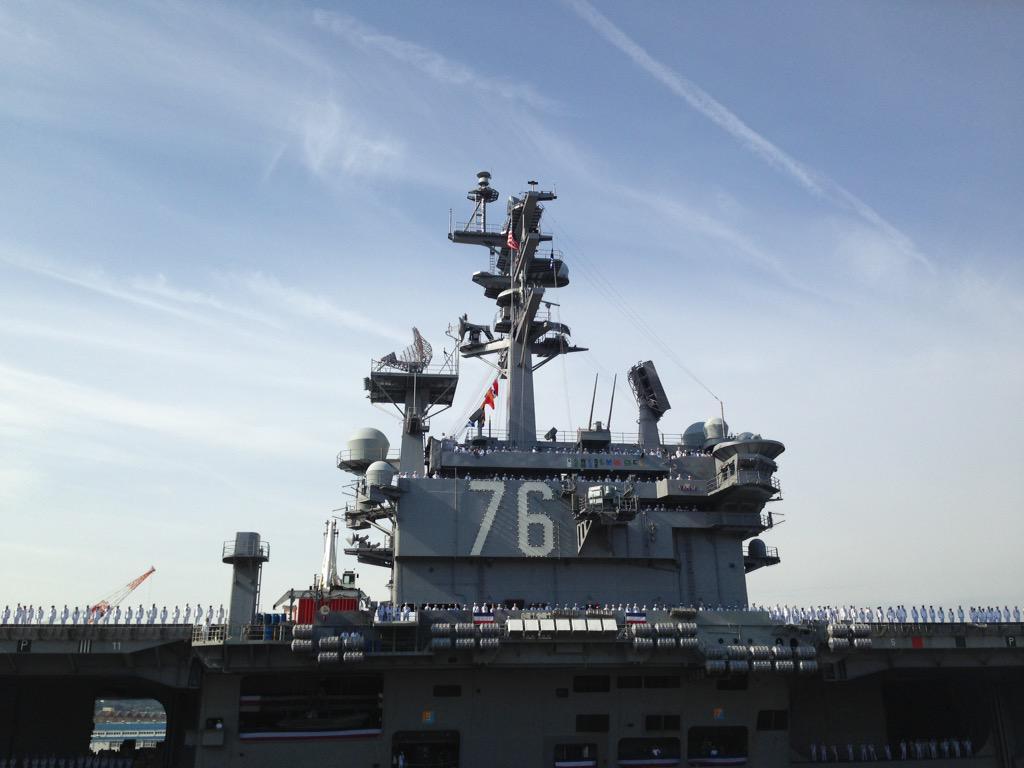 只今、空母ロナルド・レーガンが米海軍横須賀基地に接岸しました。 pic.twitter.com/fKk3e6MjBD