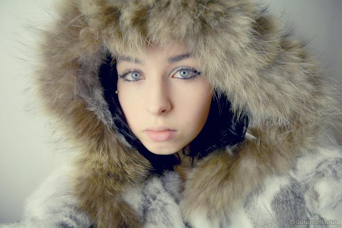 1 pic. ♥ snowbunny ♥ #furcoat @DrRichardRotten @Hot_Girls_247 @Bigtitbabes @GreatAssBigTits http://t