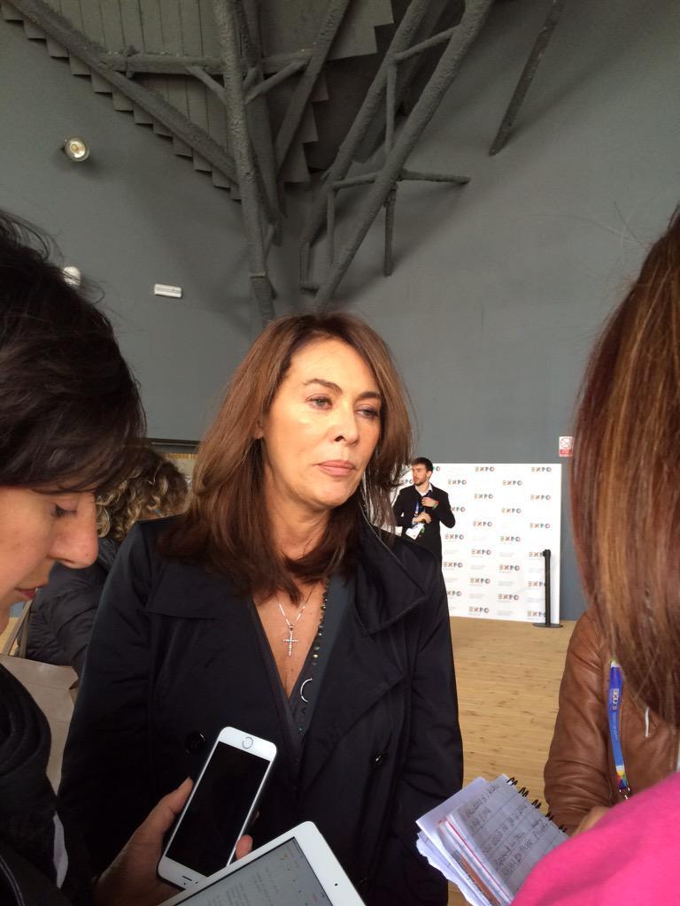 Madrina #Frecciarosa 2015 l'attrice Elena Sofia Ricci #scelgolaprevenzione http://t.co/DIiATNzMAq