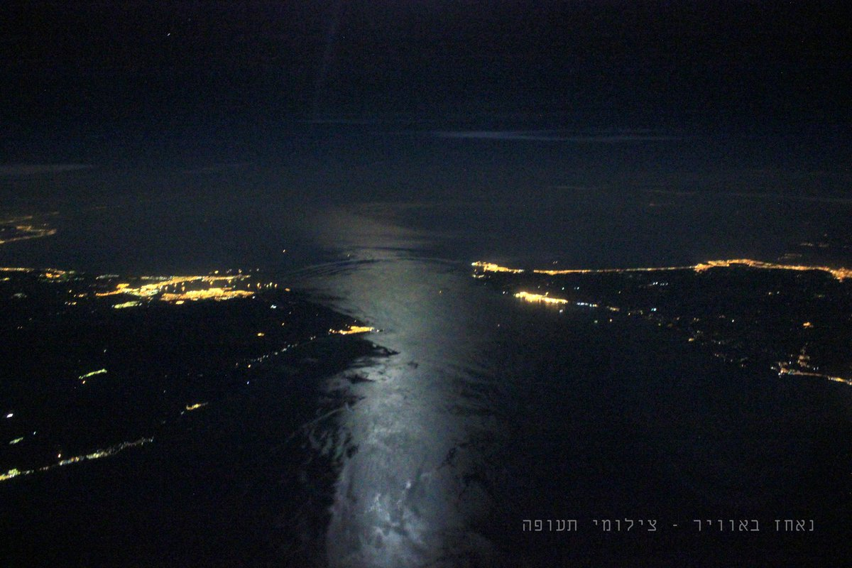 The Gibraltar Straits at night. on the left, Europe, on the right Africa http://t.co/q08WlcUnRX