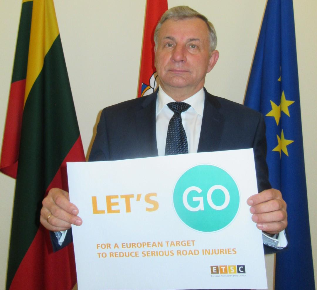 Thank you Rimantas Sinkevičius, Lithuanian trans min for supporting an EU serious injury reduction target. #LetsGo http://t.co/8XxMP8MO9E