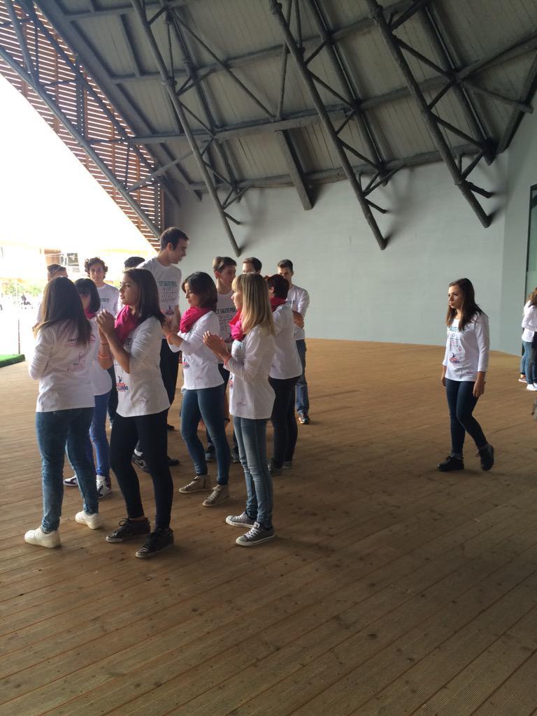 """I ragazzi di """"ballando ballando"""" si preparano per il flash mob #scelgolaprevenzione @Expo2015Milano @samuel_peron http://t.co/EM8hAyksrm"""