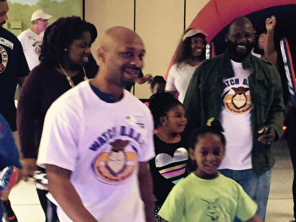 Watch DOGS come out for Fun Run @NSECrickets @NCF4Dads http://t.co/8MOFjA5XJa