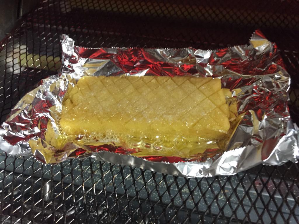 舟和のいもようかんをバターのせてトースターで焼く。 こんな時間に。うひひ http://t.co/TNrd76VDhc